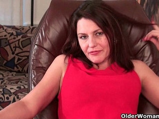 Mom's hairy pussy needs orgasmic relief