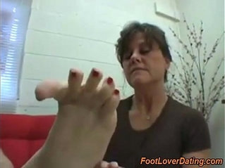 Matures housewives show delicious feet